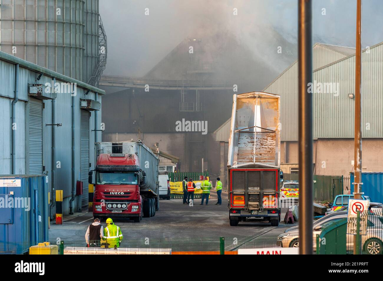 ringaskiddy-cork-ireland-9th-jan-2021-a-major-fire-in-the-port-of-cork-ringaskiddy-has-been-brought-under-control-the-fire-is-believed-to-have-started-in-an-animal-feed-facility-at-rh-hall-no-injuries-have-been-reported-the-port-was-evacuated-credit-ag-newsalamy-live-news-2E1PRFT.jpg