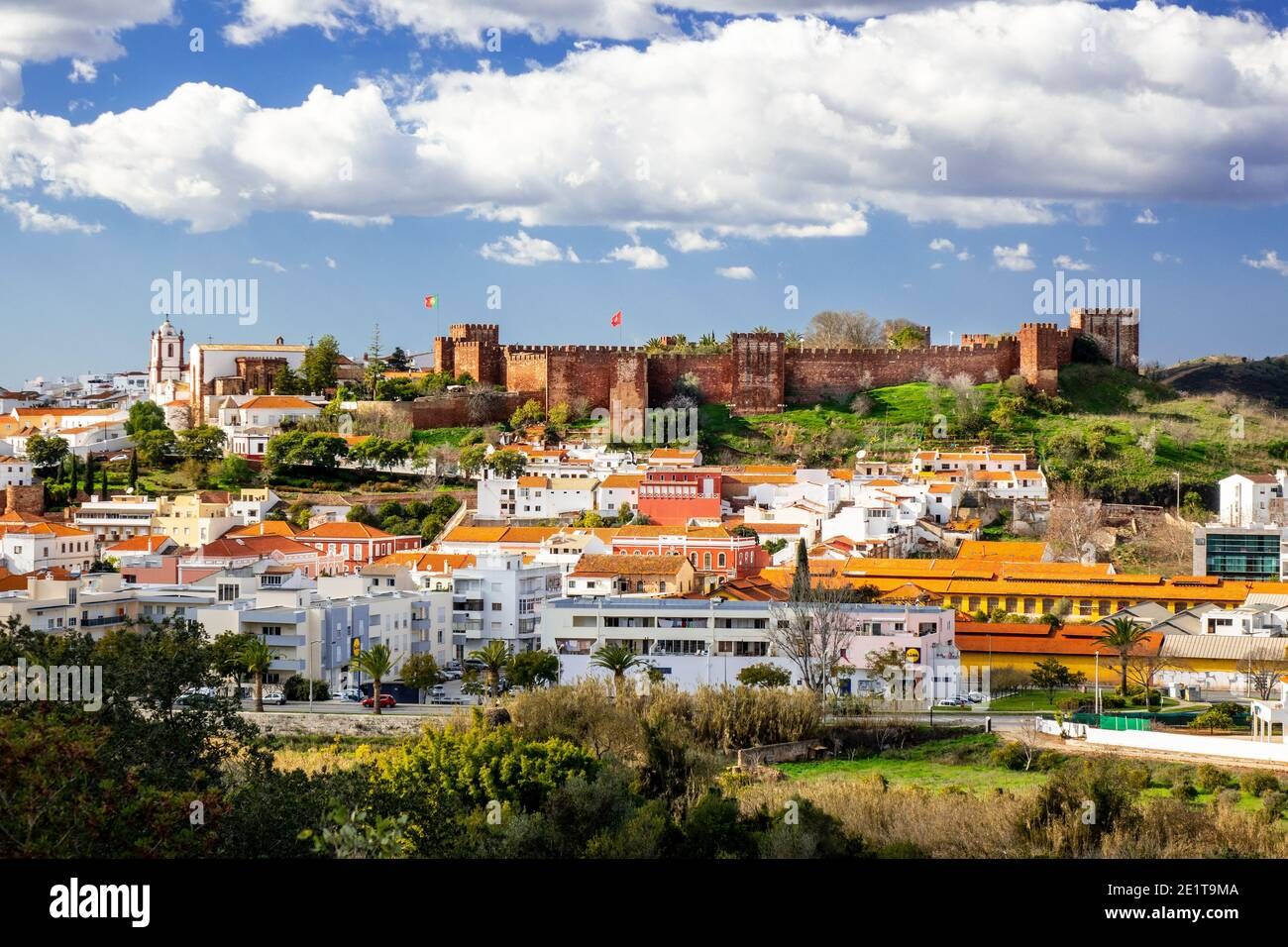 portuguese-castle-of-silves-a-moorish-castle-castelo-de-silves-on-the-hill-above-the-city-of-silves-inland-on-the-algarve-portugal-2E1T9MA.jpg