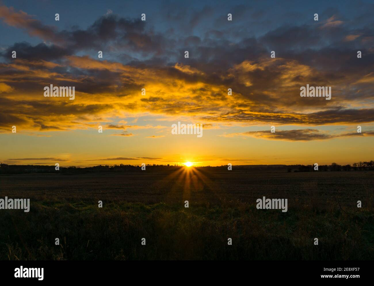 sunset-over-lincolnshire-2E8XF57.jpg