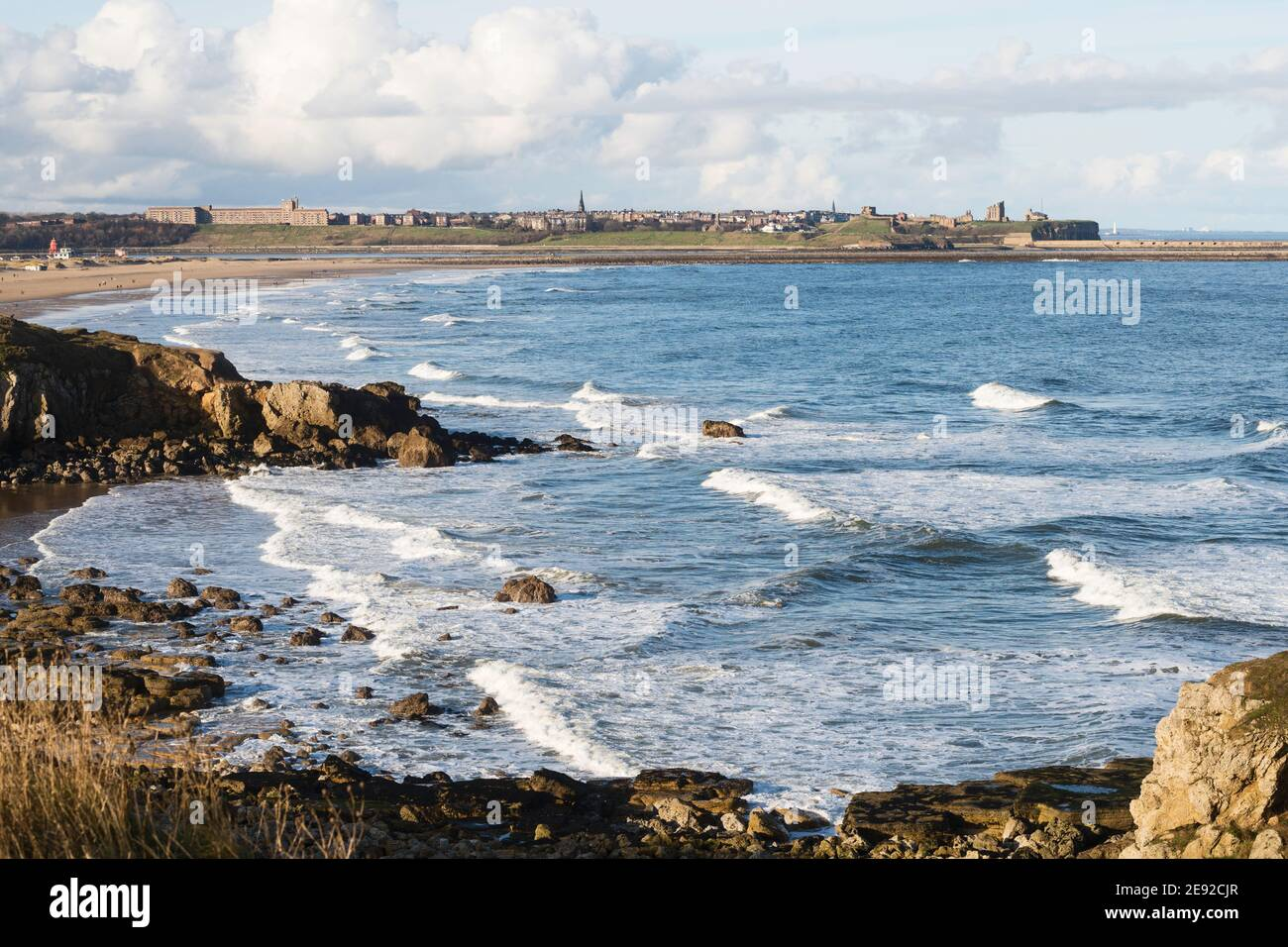 coastal-view-towards-tynemouth-from-the-leas-south-shields-north-east-england-uk-2E92CJR.jpg