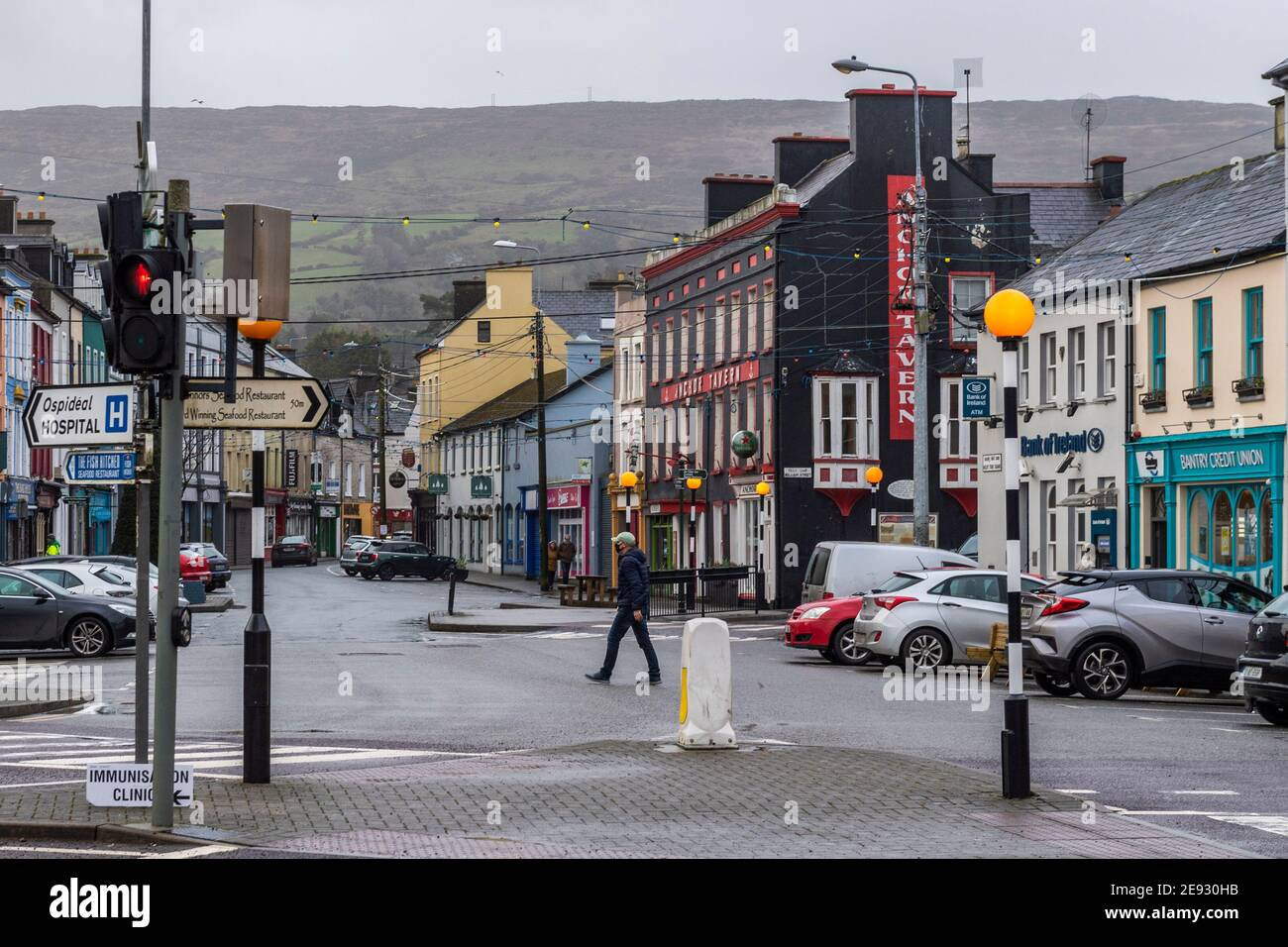 bantry-west-cork-ireland-2nd-feb-2021-bantry-town-centre-was-deserted-this-morning-bantry-has-one-of-the-highest-number-of-covid-19-cases-in-county-cork-credit-ag-newsalamy-live-news-2E930HB.jpg