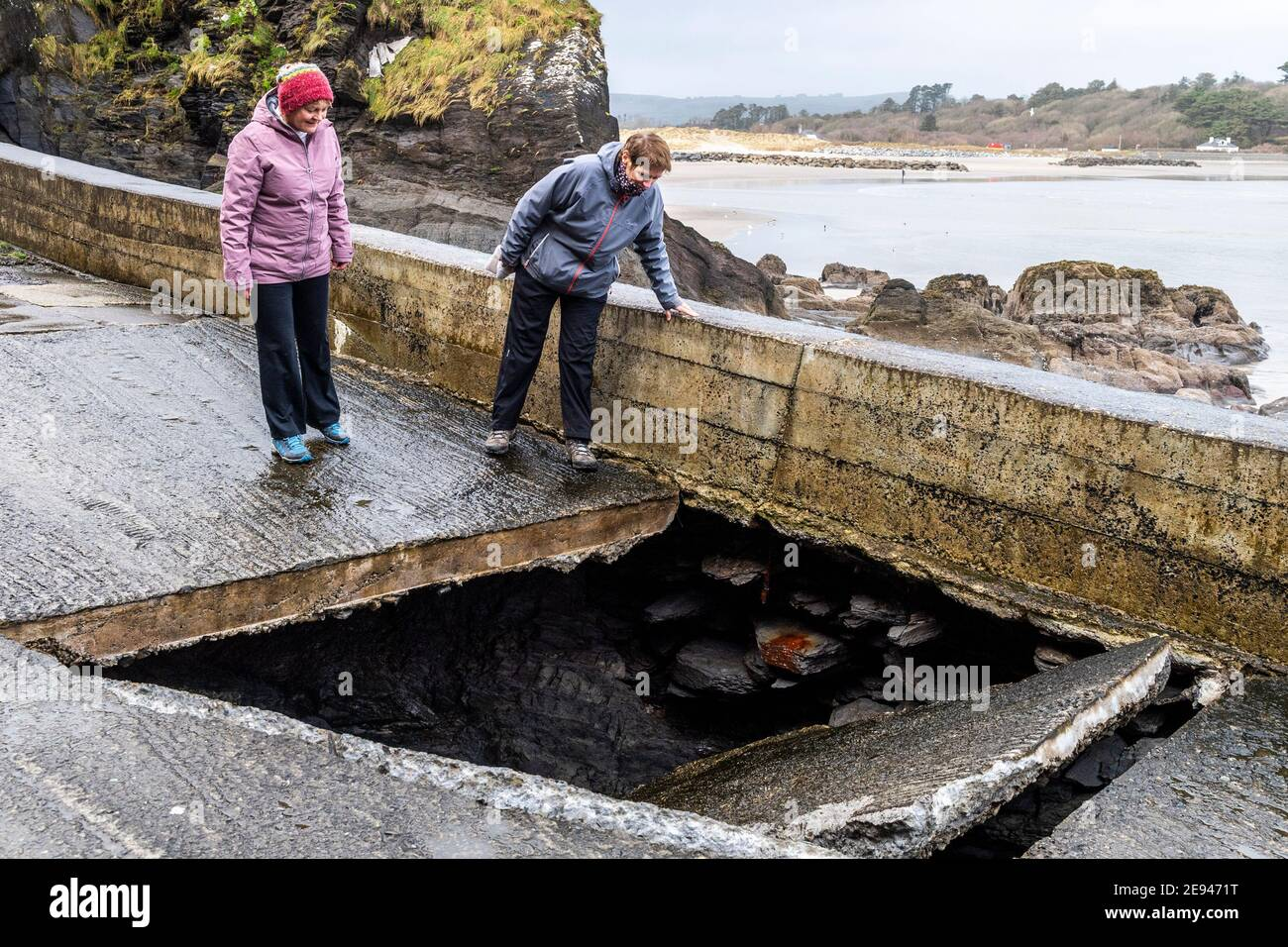rosscarbery-west-cork-ireland-2nd-feb-2021-part-of-rosscarbery-pier-collapsed-yesterday-it-is-thought-coastal-erosion-is-the-cause-although-the-section-of-pier-was-built-with-no-foundation-credit-ag-newsalamy-live-news-2E9471T.jpg