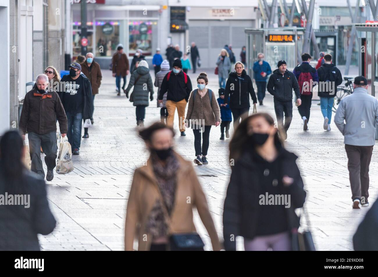 cork-ireland-6th-jan-2021-cork-city-was-busy-today-as-the-country-remains-under-level-5-covid-19-restrictions-credit-ag-newsalamy-live-news-2E9XD08.jpg