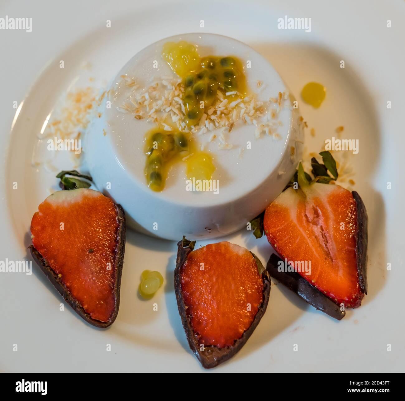 fine-dining-dessert-plate-coconut-panna-