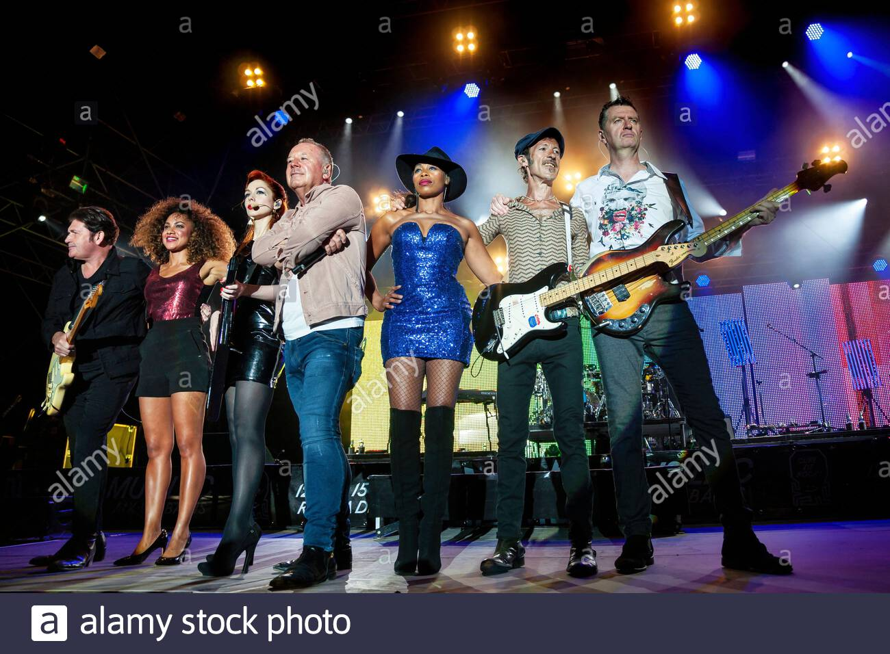 simple-minds-performing-live-2EE2XEA.jpg
