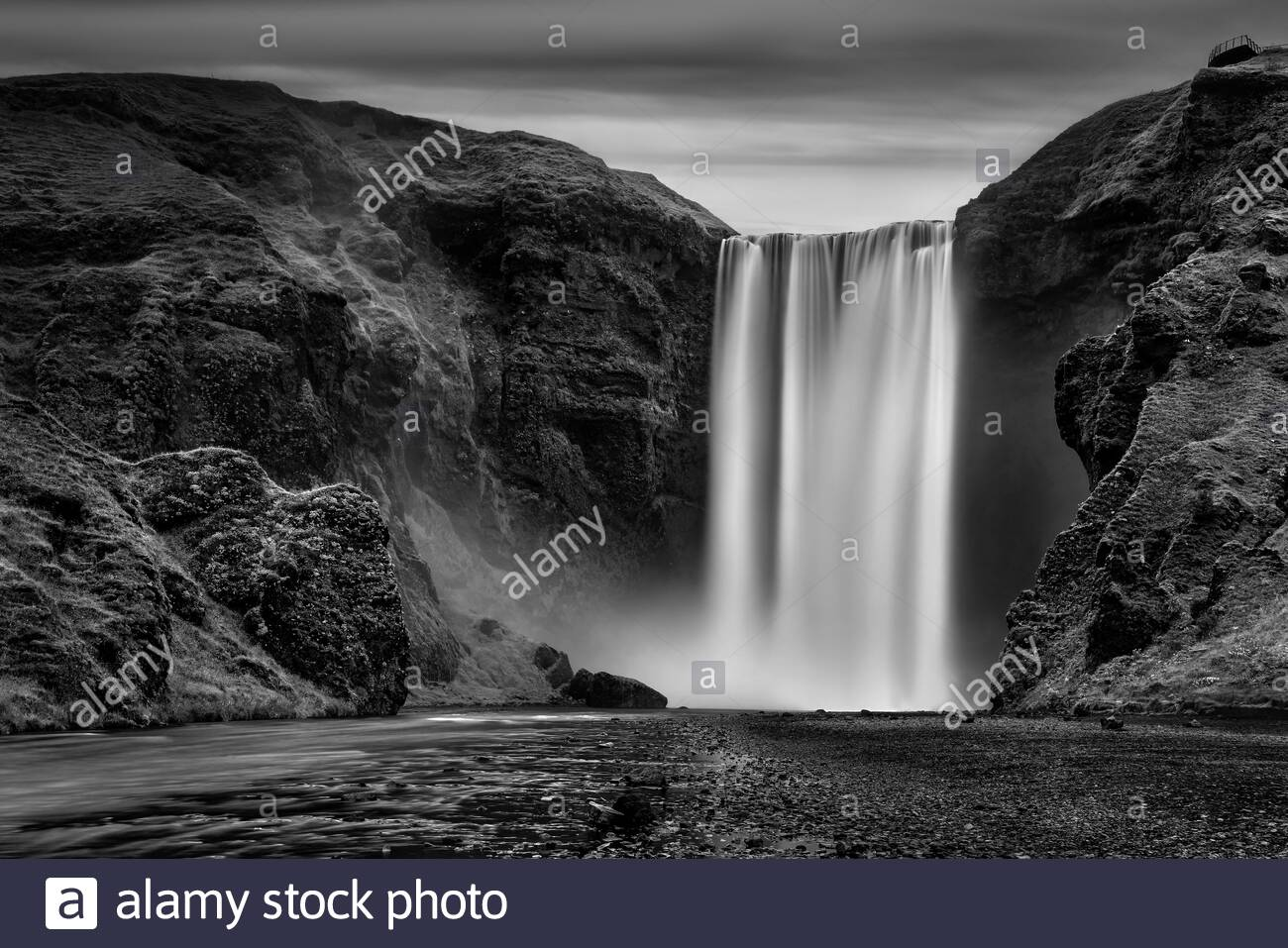 iceland-black-and-white-photograph-of-sk