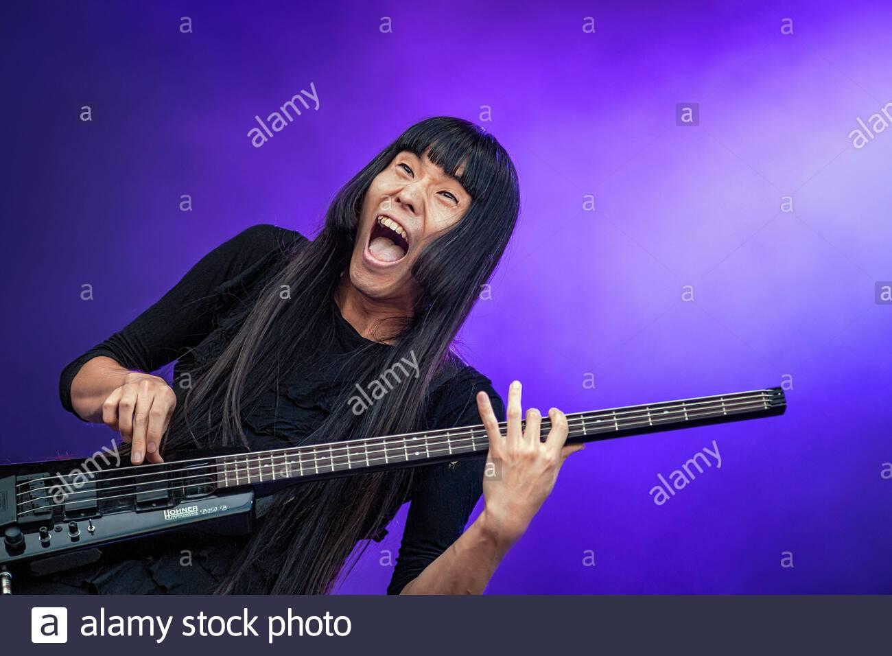 japanese-band-bo-ningen-performing-live-