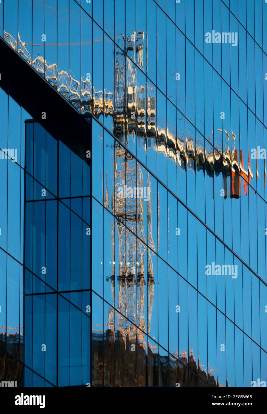 usa-maryland-md-bethesda-construction-crane-in-the-reflection-of-a-new-office-building-tower-2EG8W6B.jpg
