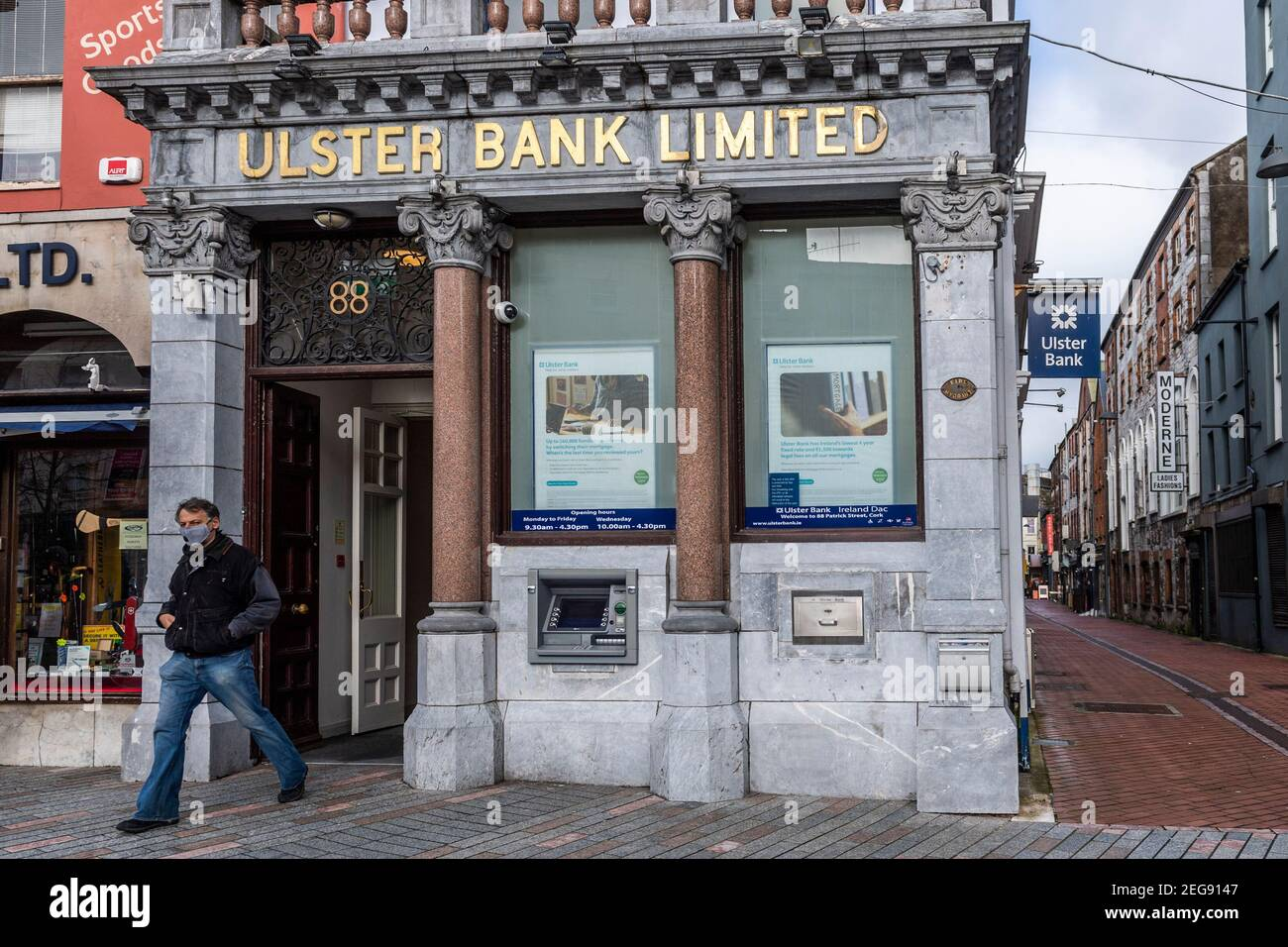 cork-ireland-18th-feb-2021-ulster-bank-which-is-part-of-the-rbs-group-is-considering-exiting-the-republic-of-ireland-potentially-cutting-2800-jobs-and-88-branches-a-decision-will-be-made-today-by-parent-company-natwest-credit-ag-newsalamy-live-news-2EG9147.jpg