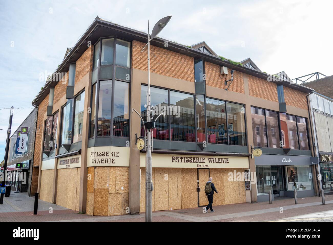 closed-and-boarded-up-patisserie-valerie-cafe-restaurant-in-high-street-southend-on-sea-essex-uk-went-into-administration-hospitality-industry-2EM54CA.jpg