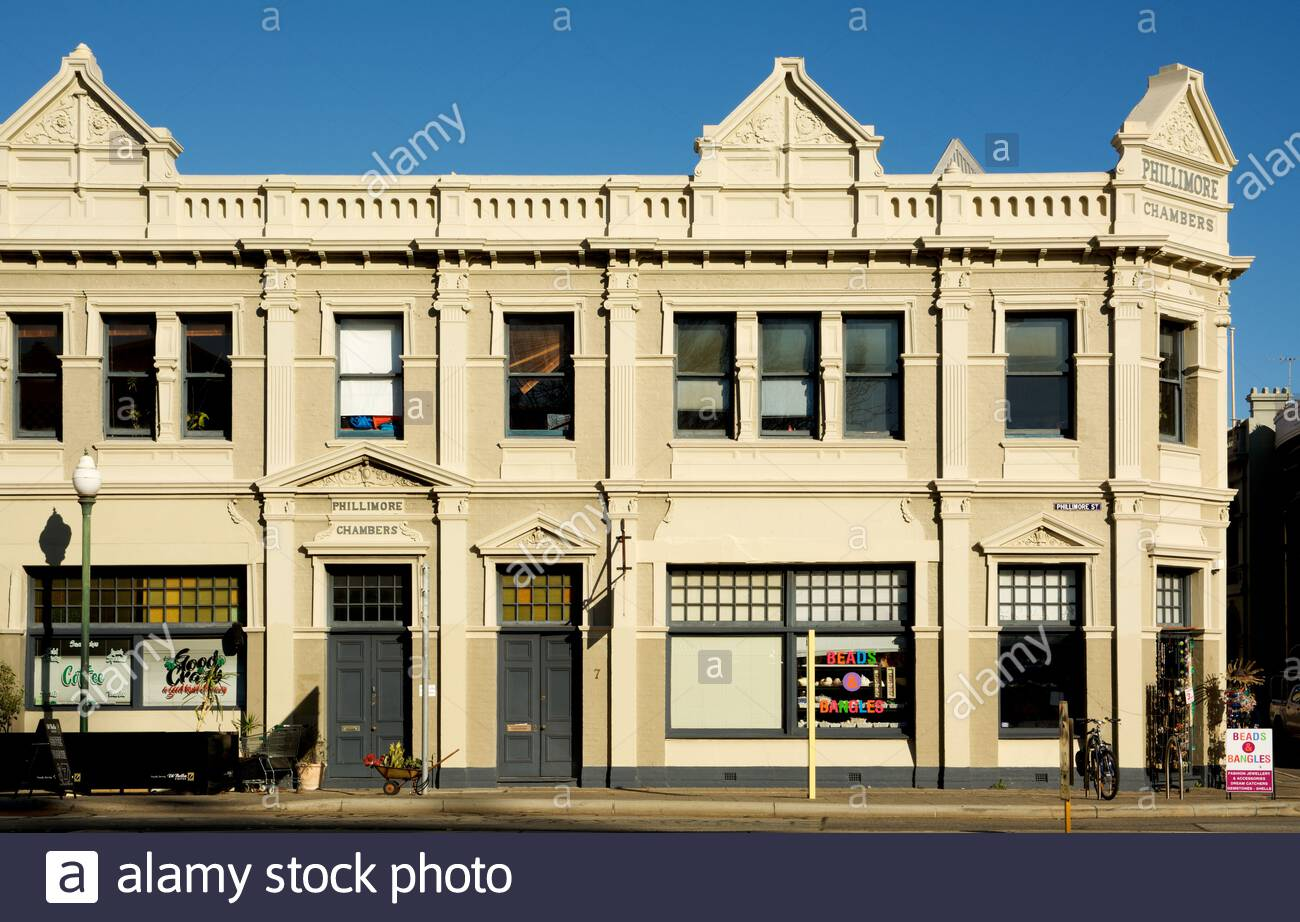 the-phillimore-chambers-building-in-phillimore-street-corner-with-cliff-street-fremantle-western-australia-2ETWXHA.jpg