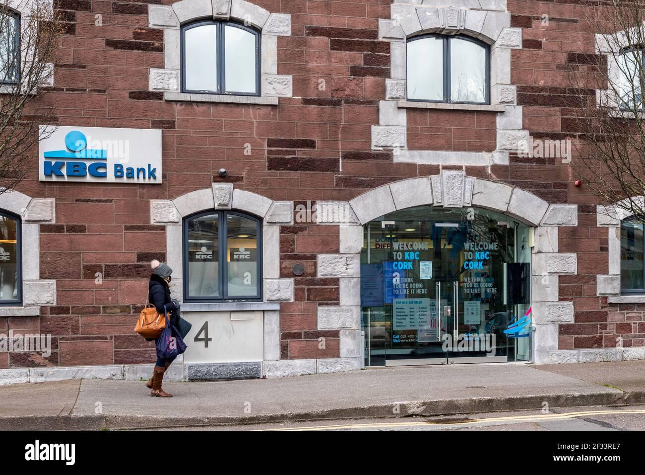 kbc-bank-branch-in-cork-city-ireland-2F33RE7.jpg