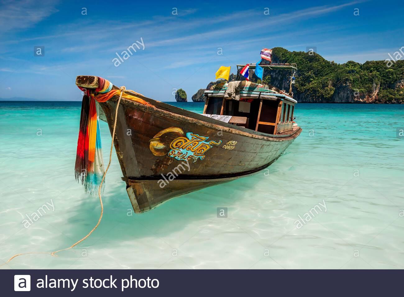 thailand-long-tail-boat-in-lodalum-bay-k