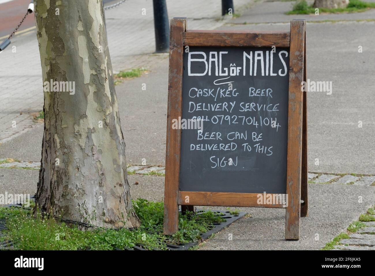 bristol-pub-the-bag-of-nails-pub-will-deliver-beer-a-board-menu-describes-beer-delivery-service-2F6JKA5.jpg