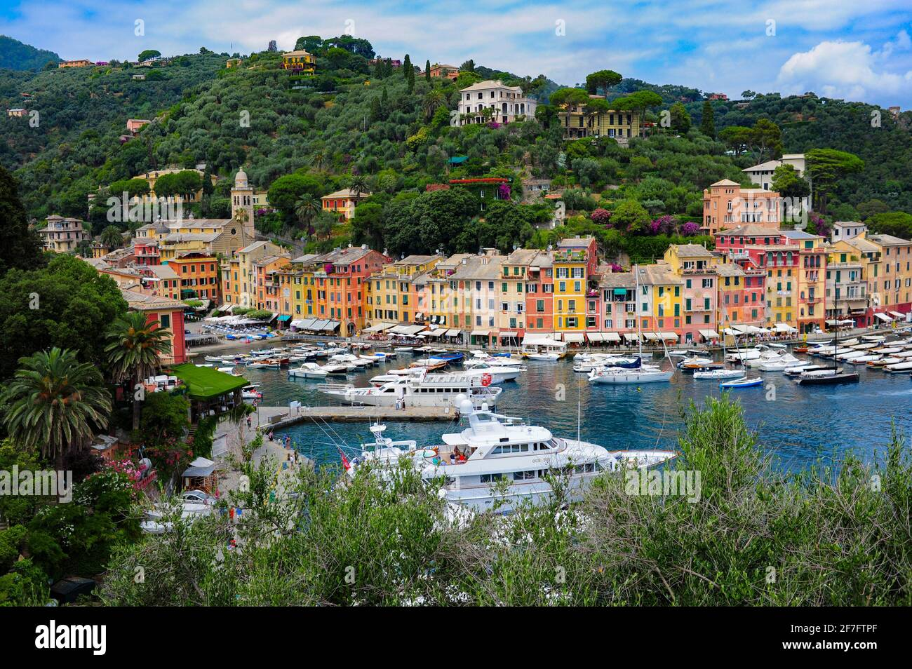 europe-italy-portofino-liguria-the-colorful-port-on-the-mediterranean-sea-2F7FTPF.jpg