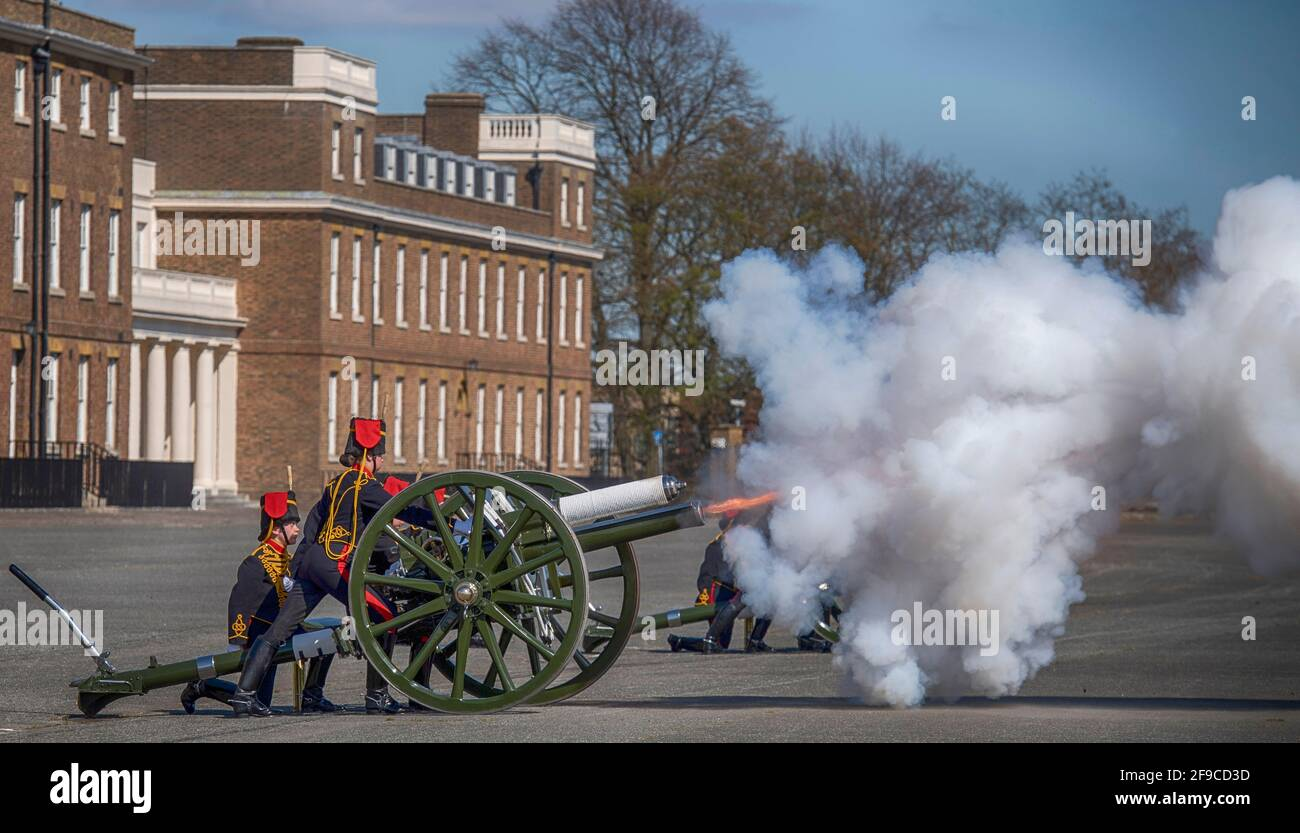 King George VI Lines, Woolwich Barracks, London, UK. 17 April 2021. The King's Troop Royal Horse Artillery mark the 15.00 BST minute's national Silence in memory of HRH Prince Philip Duke of Edinburgh with the first minute gun firing at start of the Silence in Woolwich Barracks. Credit: Malcolm Park/Alamy Live News. Stock Photo