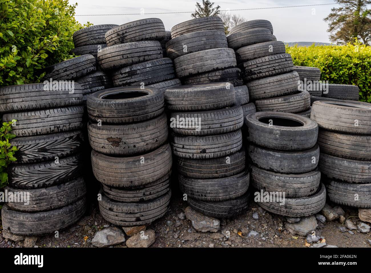 stacks-of-old-and-used-car-tyres-2FA062N.jpg