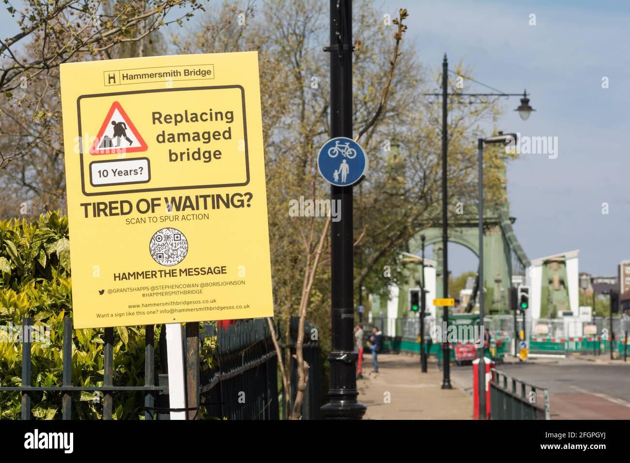 Hammersmith Bridge Campaign Group  - Tired of Waiting placard next to Hammersmith Bridge in southwest London, U.K. Stock Photo