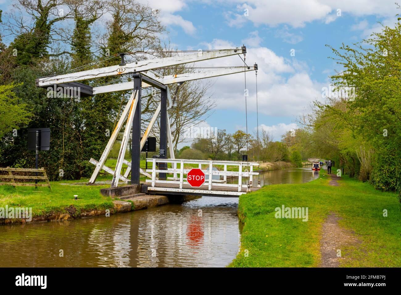 wrenbury-church-bridge-bridge-number-19-