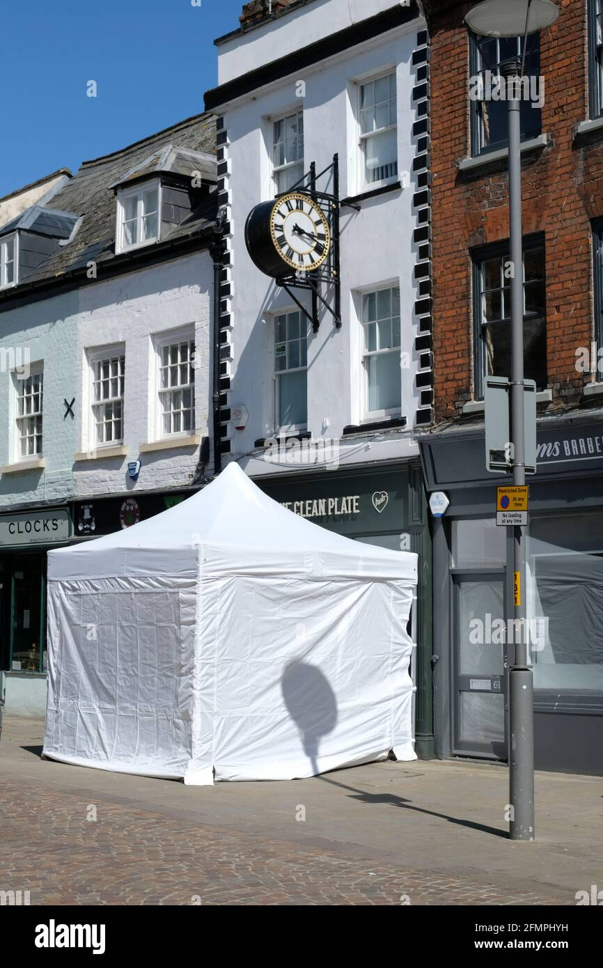 gloucester-uk-11th-may-2021-police-presence-in-gloucester-after-a-film-crew-reported-they-had-found-evidence-that-may-be-linked-to-serial-killer-fred-west-the-clean-plate-caf-has-allegedly-been-linked-to-the-disappearance-of-mary-bastholm-in-past-enquiries-credit-jmf-newsalamy-live-news-2FMPHYH.jpg