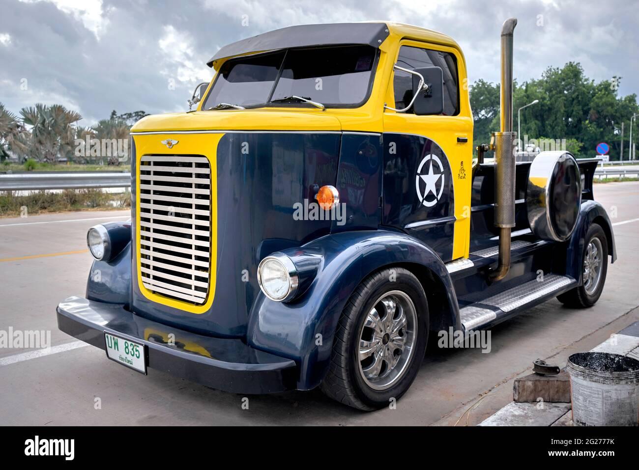 truck-pickup-american-2G2777K.jpg