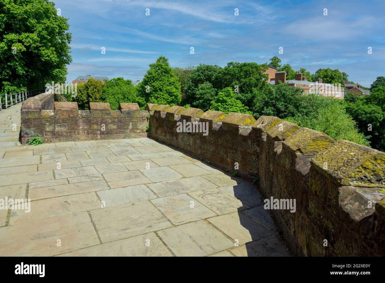 the-roman-wall-in-chester-2G2XE0Y.jpg