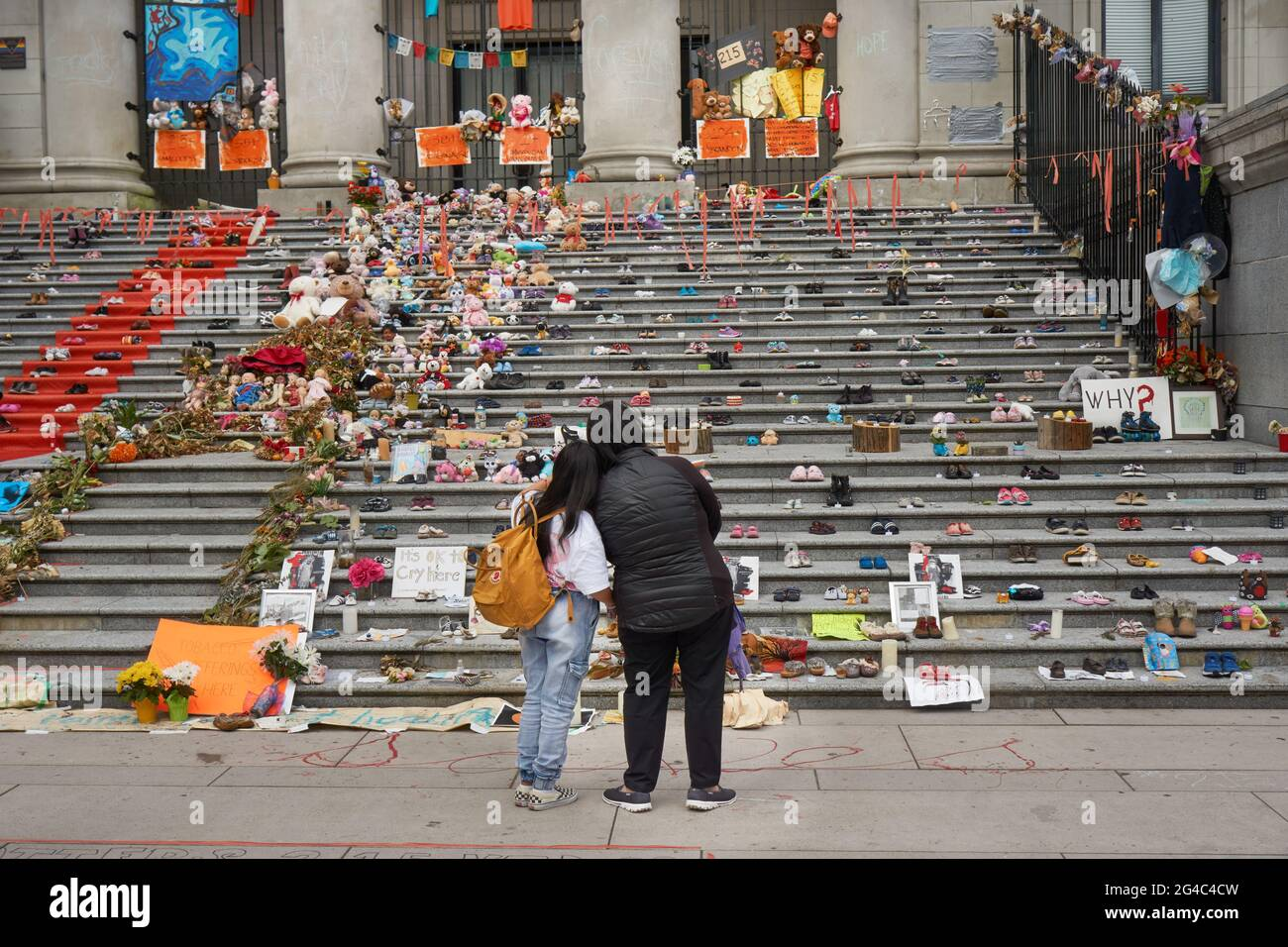 vancouver-british-columbia-canada-june-19-2021-haida-artist-tamara-bells-installation-of-215-pairs-of-shoes-on-the-steps-of-the-vancouver-art-gallery-has-become-a-makeshift-shrine-this-installation-honours-the-215-indigenous-children-whose-unmarked-graves-were-discovered-on-the-grounds-of-a-former-residential-school-in-kamloops-british-columbia-canada-2G4C4CW.jpg