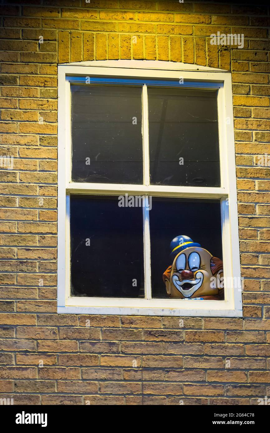 clowns-head-at-window-looking-out-2G64C78.jpg