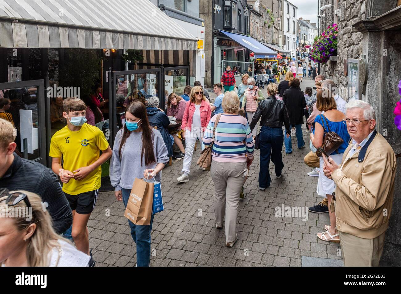 kilkenny-co-kilkenny-ireland-10th-july-2021-streets-were-very-busy-in-kilkenny-today-with-most-people-not-wearing-facemasks-or-practicing-social-distancing-outdoor-eating-proved-popular-as-no-return-date-for-indoor-dining-has-been-forthcoming-from-the-government-credit-ag-newsalamy-live-news-2G72B33.jpg
