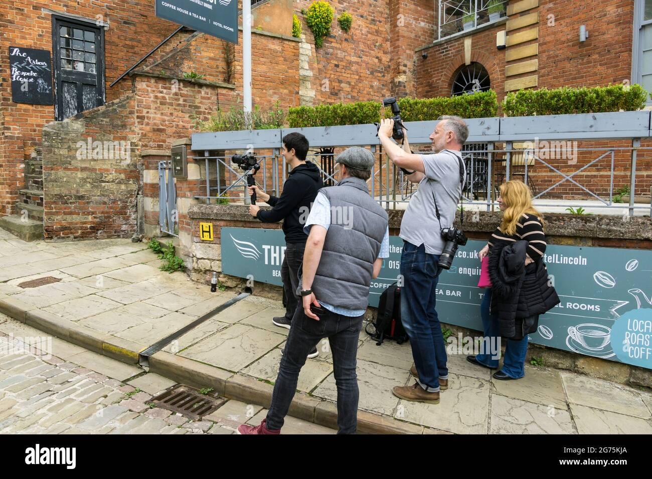 film-crew-filming-an-actor-on-steep-hill-lincoln-city-2G75KJA.jpg