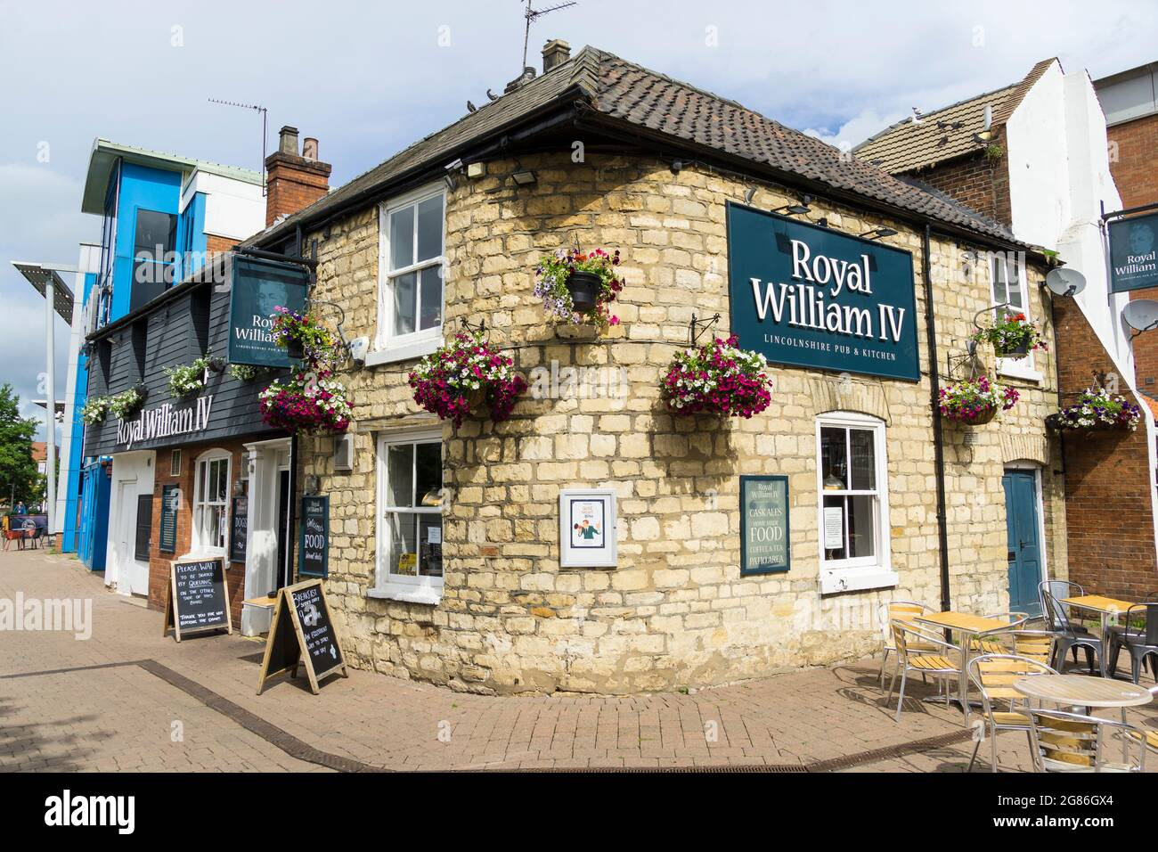 royal-william-iv-lincolnshire-pub-and-kitchen-brayford-wharf-north-lincoln-city-lincolnshire-2021-2G86GX4.jpg