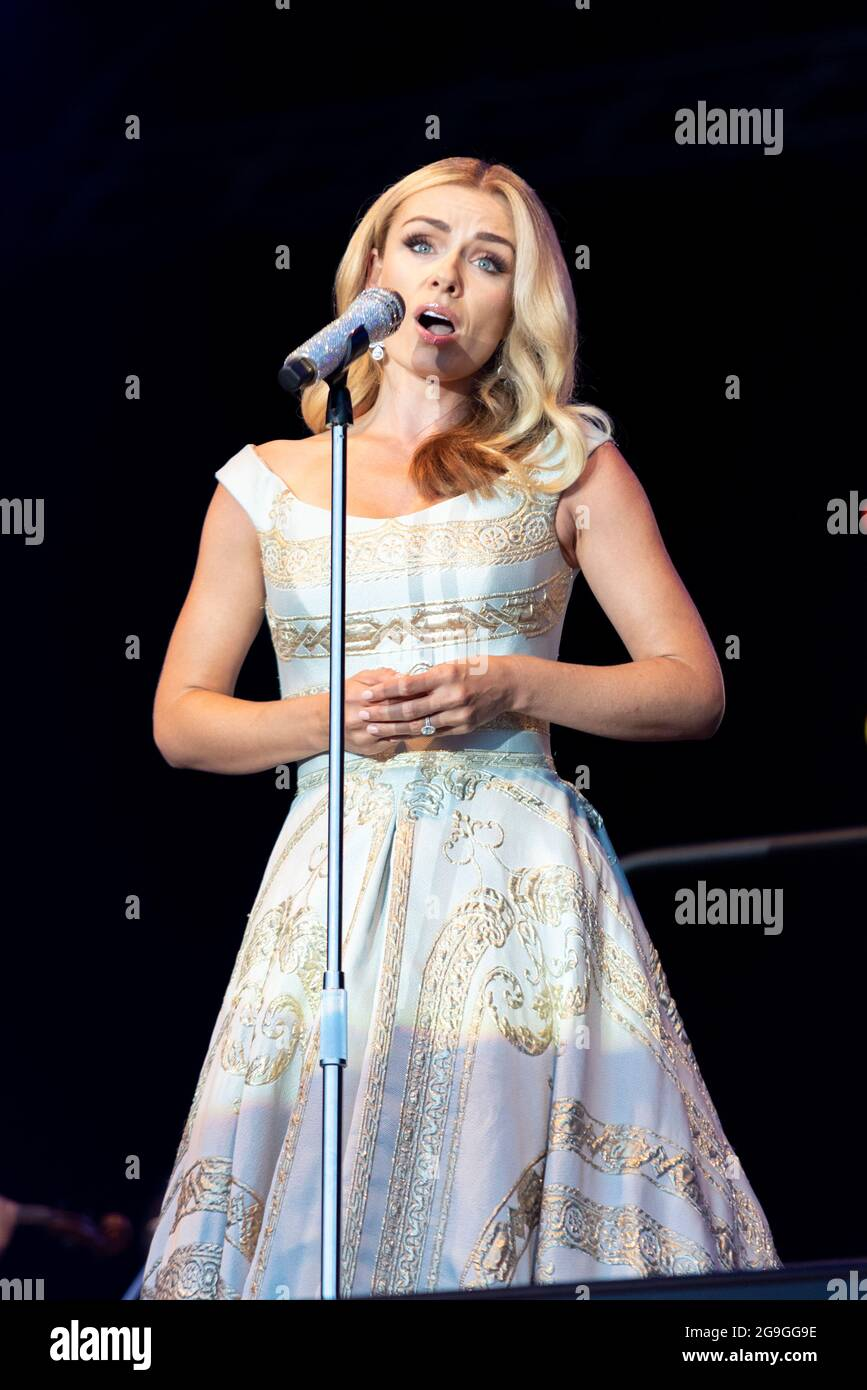 katherine-jenkins-performing-on-stage-in-maldon-essex-uk-welsh-female-operatic-singer-singing-with-the-london-concert-orchestra-after-covid-freedom-2G9GG9E.jpg