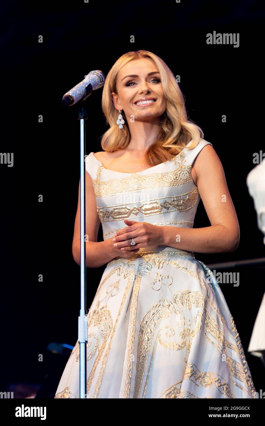 katherine-jenkins-performing-on-stage-in-maldon-essex-uk-welsh-female-operatic-singer-singing-with-the-london-concert-orchestra-after-covid-freedom-2G9GGCX.jpg