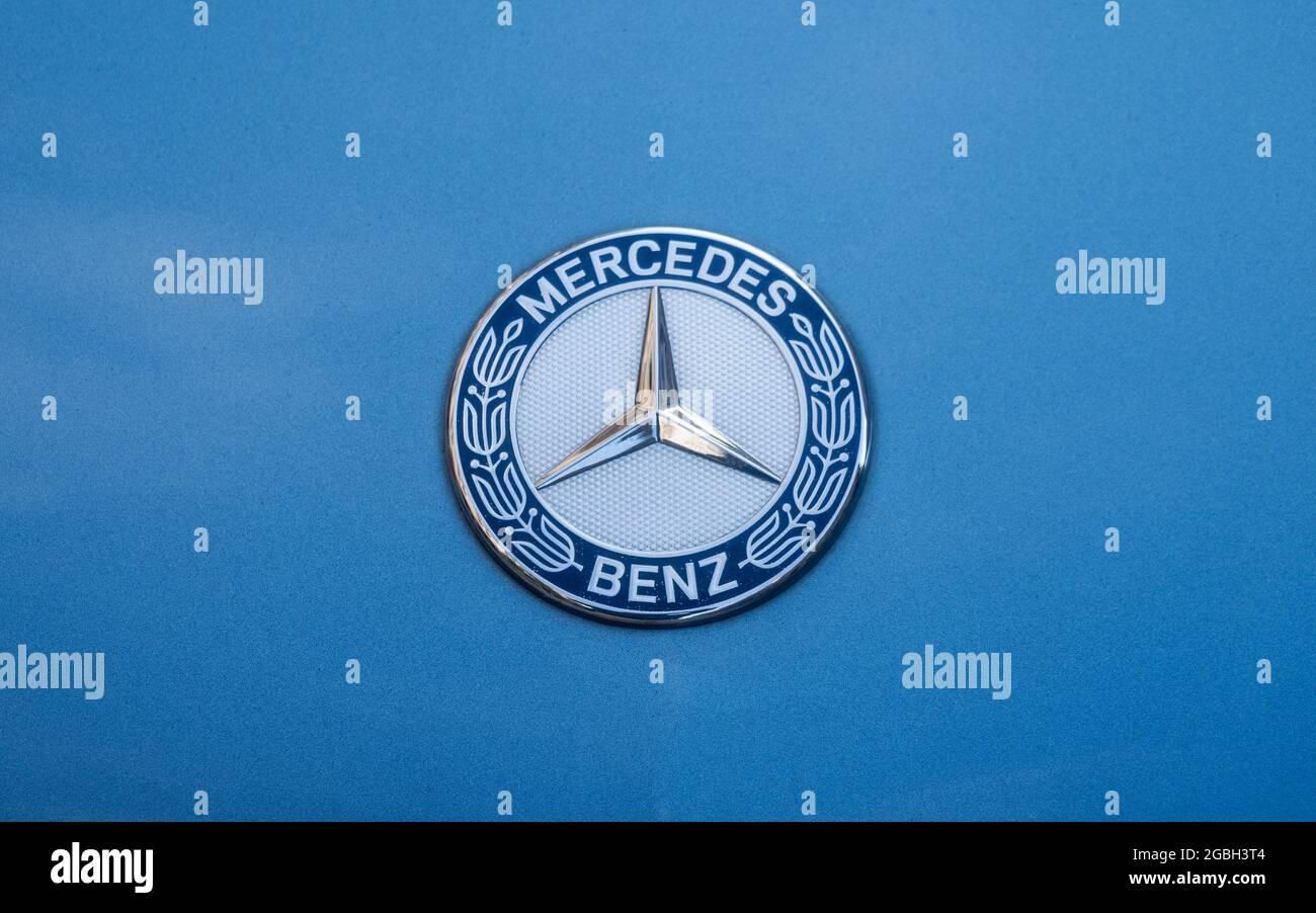 mercedes-benz-logo-badge-on-a-car-hood-2