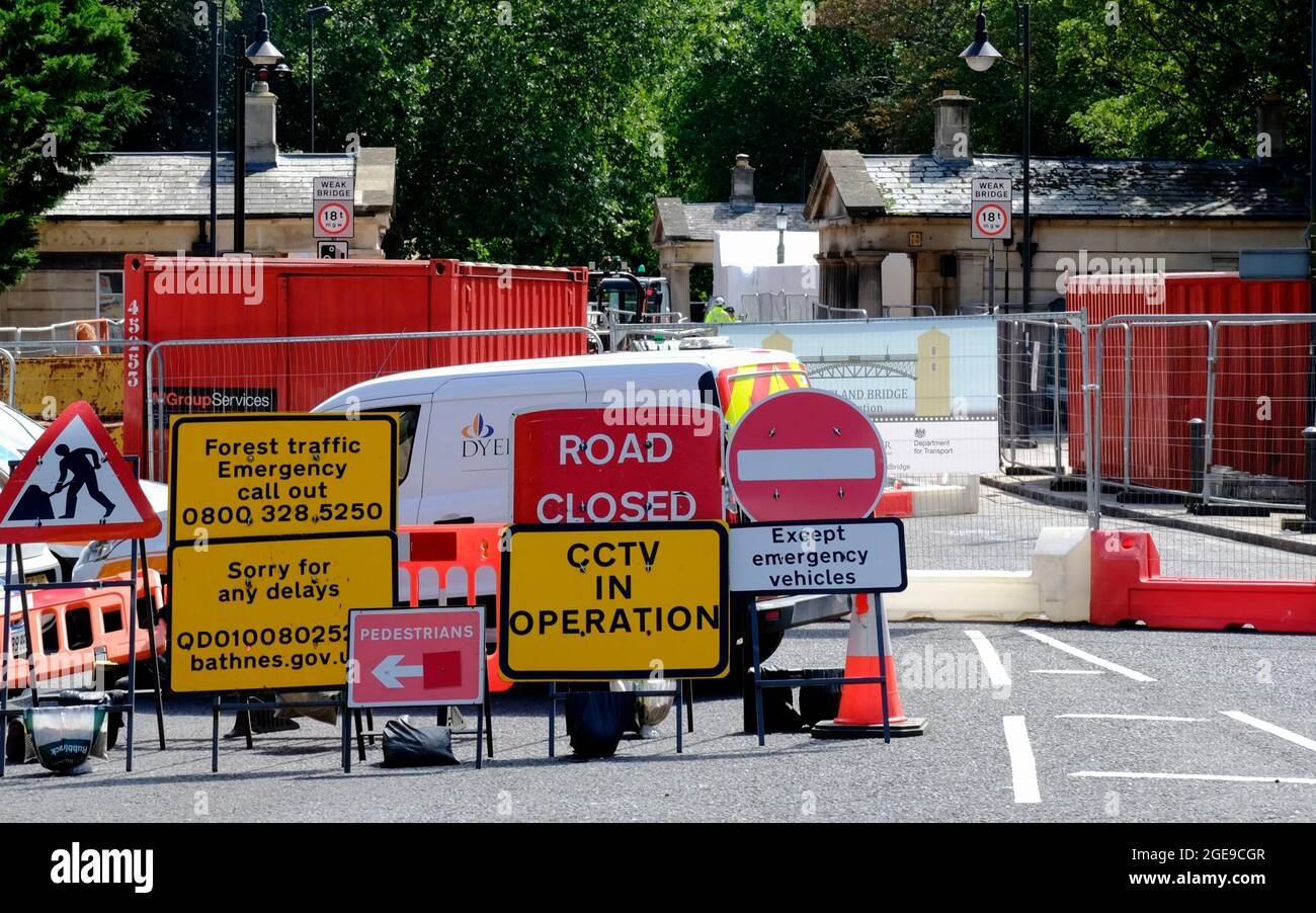 Roadworks and maitenance to Cleveland Bridge in Bath Somerset UK Stock Photo