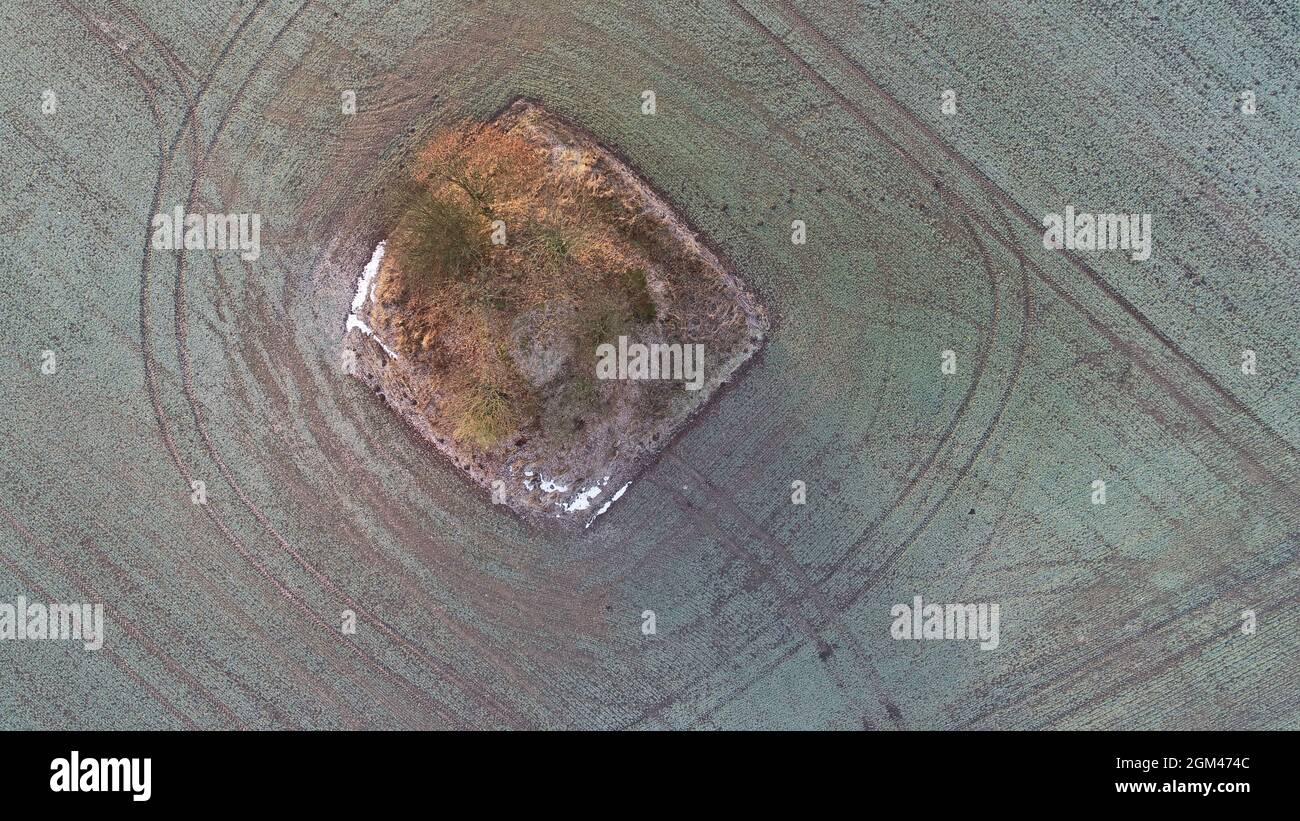 fields-surrounding-bronze-age-burial-mou