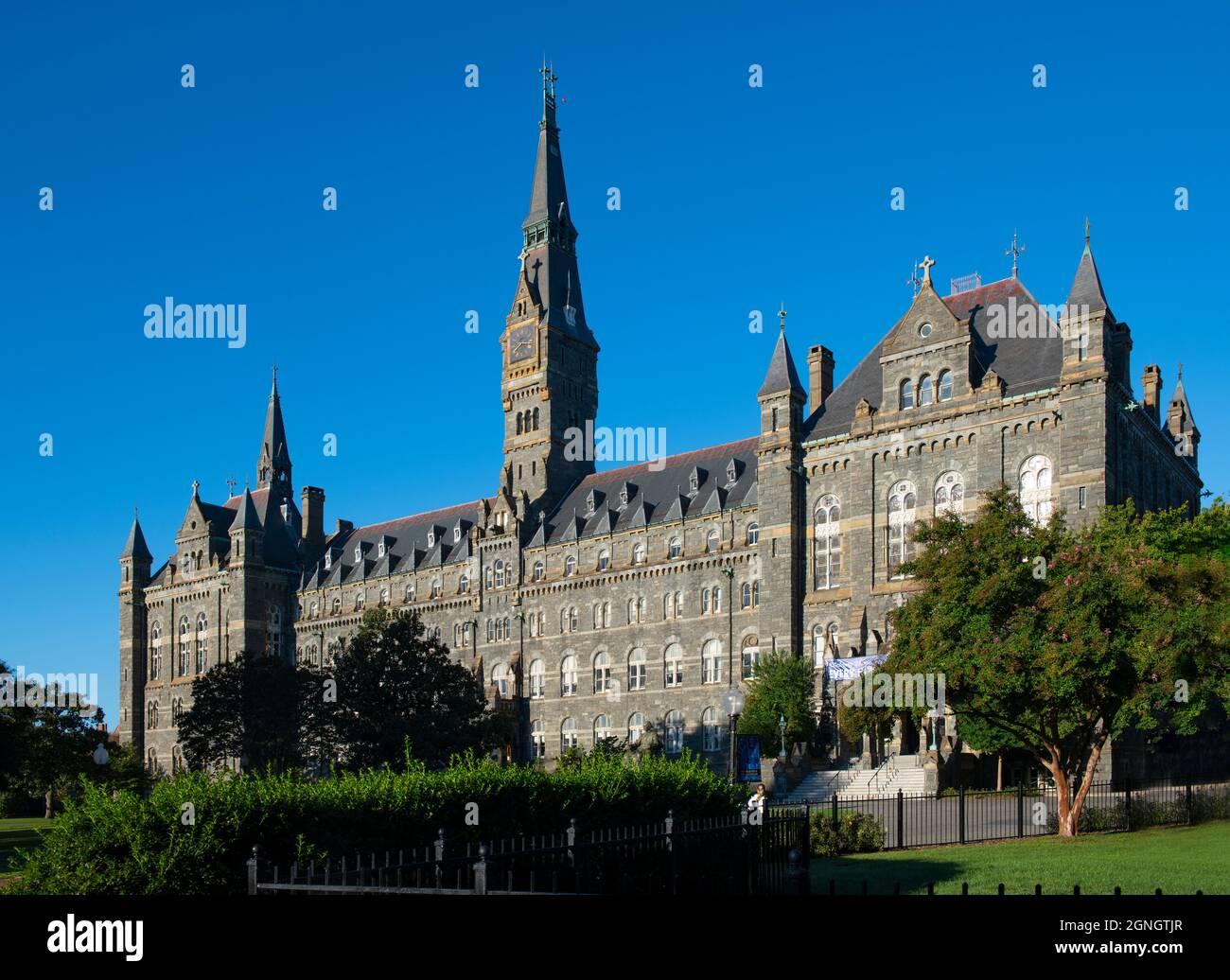 usa-washington-dc-georgetown-georgetown-university-healy-hall-at-the-jesuit-catholic-school-a-national-historic-landmark-2GNGTJR.jpg