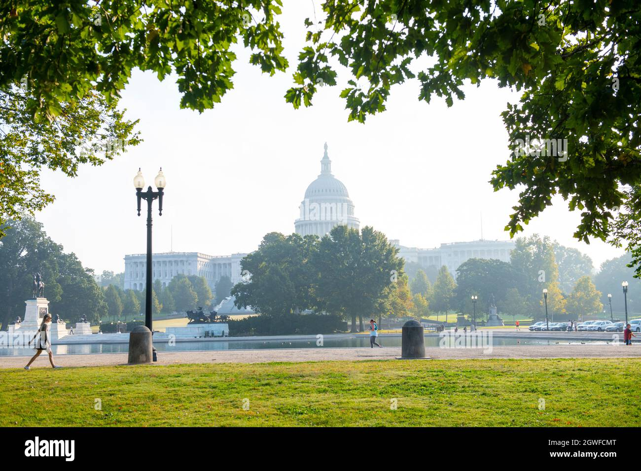 usa-washington-dc-nations-capital-the-united-states-capitol-building-for-the-federal-government-law-makers-morning-sunrise-foggy-2GWFCMT.jpg