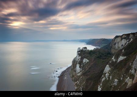 Point de vue de la falaise à l'ouest de Beer Head, en direction de Hooken Cliffs, Charmouth, Dorset, Angleterre. Hiver (janvier) - Image