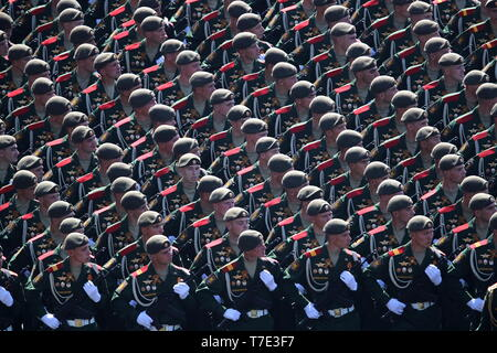 Moscow, Russia. 07th May, 2019. MOSCOW, RUSSIA - MAY 7, 2019: Servicemen during the dress rehearsal of a Victory Day military parade marking the 74th anniversary of the victory over Nazi Germany in the 1941-1945 Great Patriotic War, the Eastern Front of World War II, in Moscow's Red Square. Sergei Bobylev/TASS Credit: ITAR-TASS News Agency/Alamy Live News - Stock Image