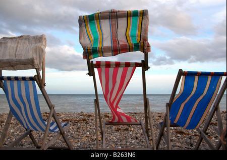 Chaises longues sur la plage à la bière, devon - Image
