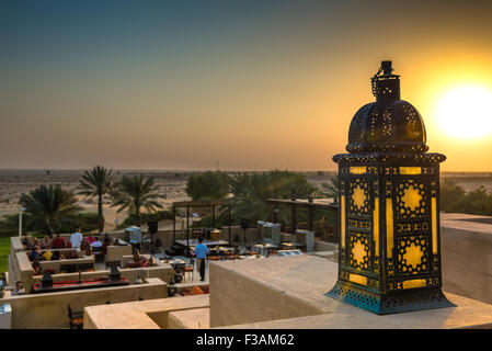 Sunset over the Dubai desert as seen from the Al Sarab rooftop lounge at the Bab Al Shams Resort - Stock Image