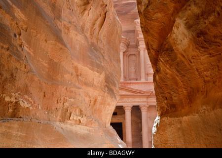 The Treasury viewed fro, the The Siq, Petra, Jordan - Stock Image