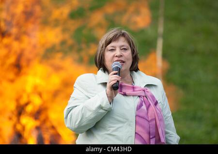 DUBROVITSY - SEPTEMBER 29: G.Vladimirskaya on 11 poet M.Tsvetaeva memoriam event 'Tsvetaeva`s fire' and - Stock Image