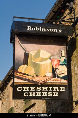 Enseigne de Public House de Cheshire Cheese, village de Longnor, Parc National de Peak District, Derbyshire, Angleterre, Royaume-Uni - Image