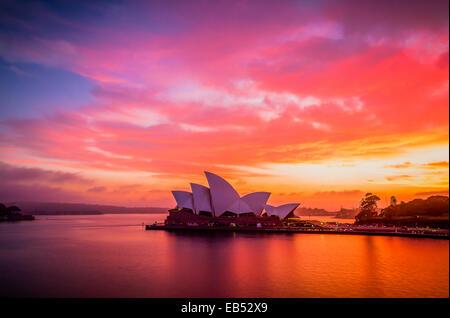 A gloriously vivid sunrise sky above the Sydney Opera House - Stock Image
