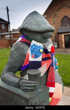 Royaume-Uni, Angleterre, comté de Durham, Hartlepool, bronze sculpture Andy Capp par Jane Robbins - Image