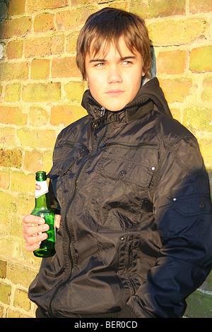 Garçon boire de l'alcool - Image