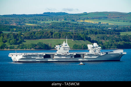 Rosyth, Scotland, UK. 22nd May, 2019. Aircraft carrier HMS Queen Elizabeth moored off Rosyth in the River Forth after leaving dry dock yesterday after a visit to her home port. She will leave the Forth today and return to sea in preparation for Westlant 19 deployment which is designed to focus on the operations of her F-35 fighter aircraft. Credit: Iain Masterton/Alamy Live News - Stock Image