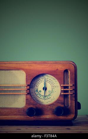 Antique radio on retro background - Stock Image